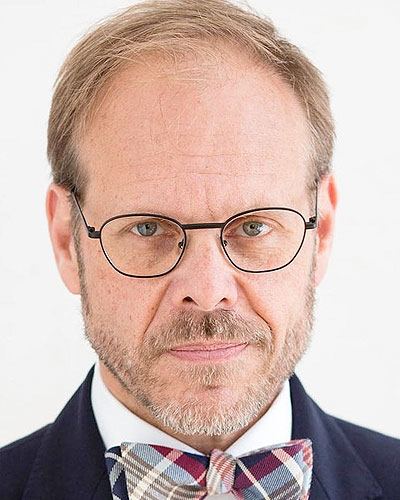 Alton Brown, Best-selling author and host of Good Eats and The Next Iron Chef America
